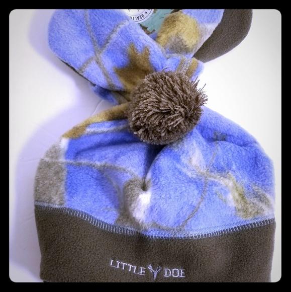 f04efb92df2 Little Doe Realtree Girls Winter Hat   Mittens Set